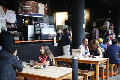 Jóvenes vuelven a fiestas en México