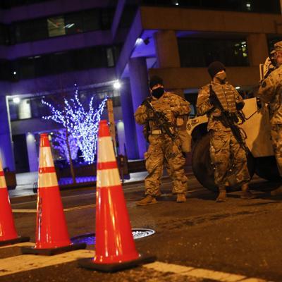 FBI revisará a tropas ante temores de ataque interno a Biden