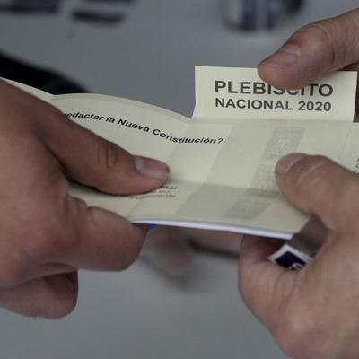 Millones de chilenos convocados a plebiscito constitucional