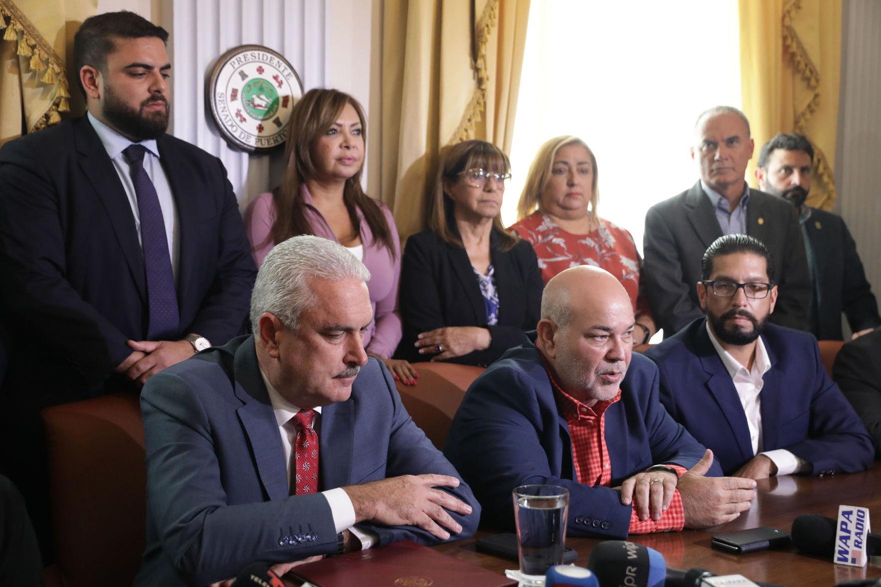 Sobre la mesa asamblea general del PNP