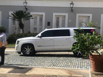 Guagua Cadillac para la gobernadora