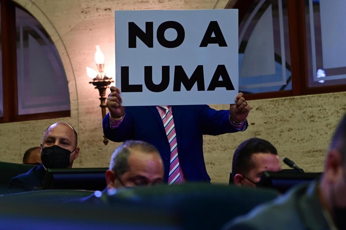 legisladores PPD protestan en mensaje del gobernador