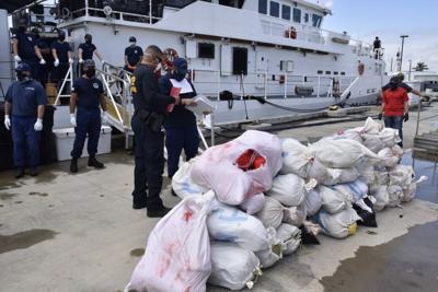 Guardia Costera incauta millonario cargamento de marihuana