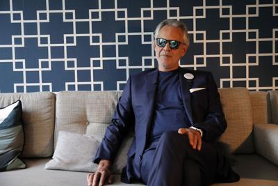 Bocelli se canta humillado por la cuarentena