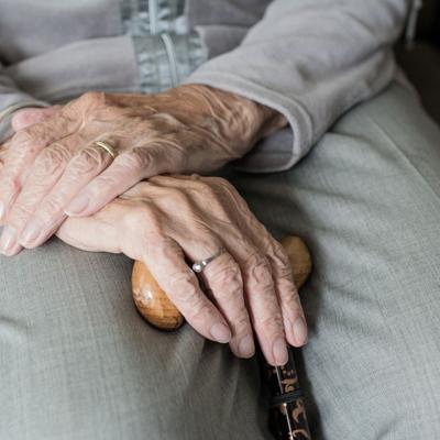 Salud confirma primer contagio en un centro de envejecientes