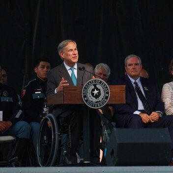 Gobernador de Texas pide ayuda a compañías de internet