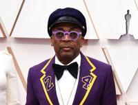 Homenaje a Bryant y estilo clásico en alfombra de los Oscar