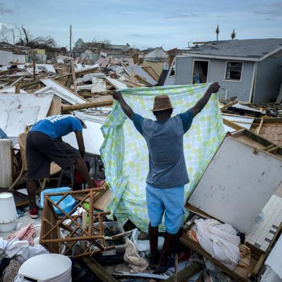 MLB hace donación a Bahamas en el día de Roberto Clemente