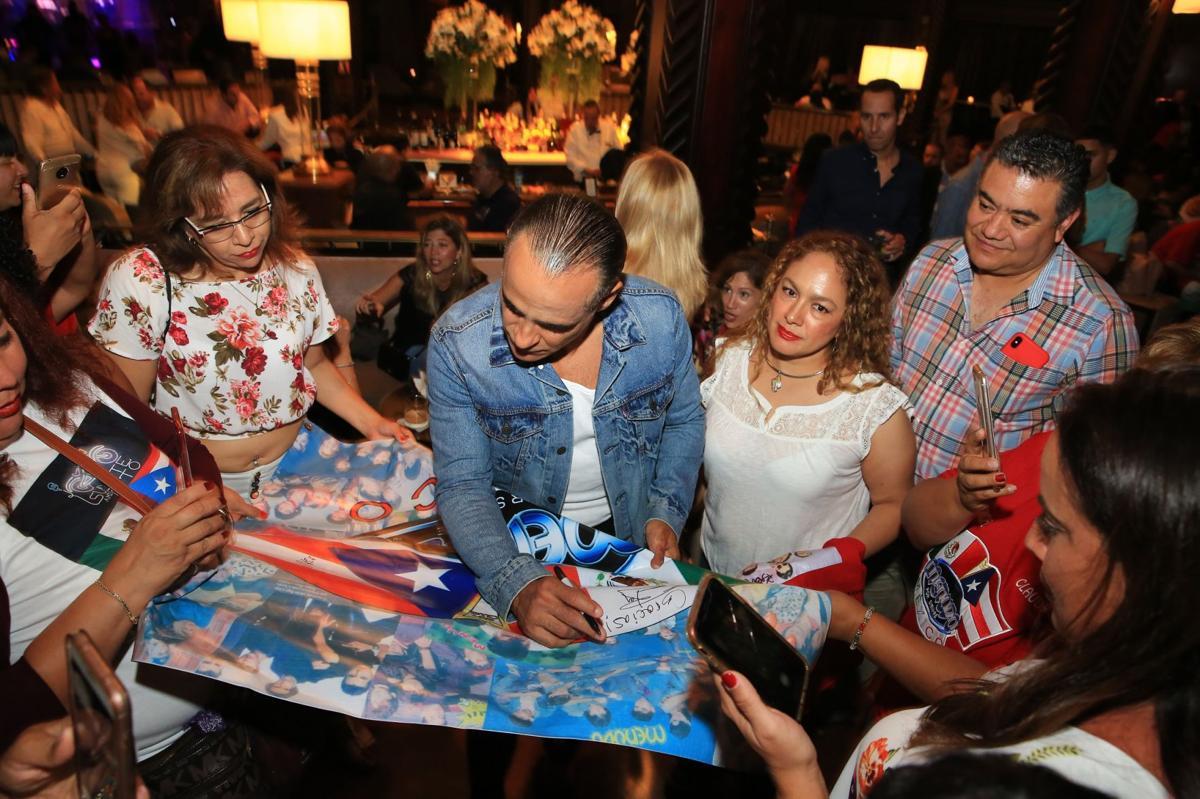 12 Menudo - fans y Miguel.jpg