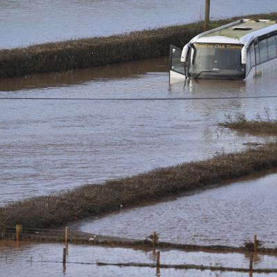 Tres muertos por tormentas en Gran Bretaña
