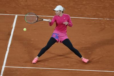 Simona Halep supera su primera prueba en un frío Roland Garros