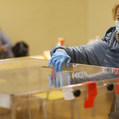 Elecciones de Polonia muy cerradas para anunciar ganador