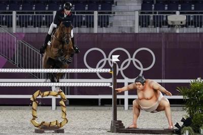 Tokio: Jinetes señalan que estatua de sumo asusta a sus caballos
