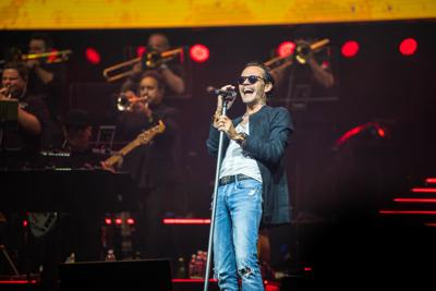 Marc Anthony derrocha pasión en el Choliseo