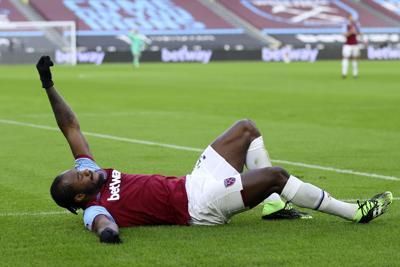 ManU vence a Aston Villa