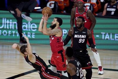 VanVleet luce en victoria de los campeones Raptors