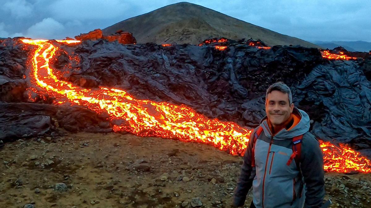 Gabriel Rivera en el volcán de Islandia