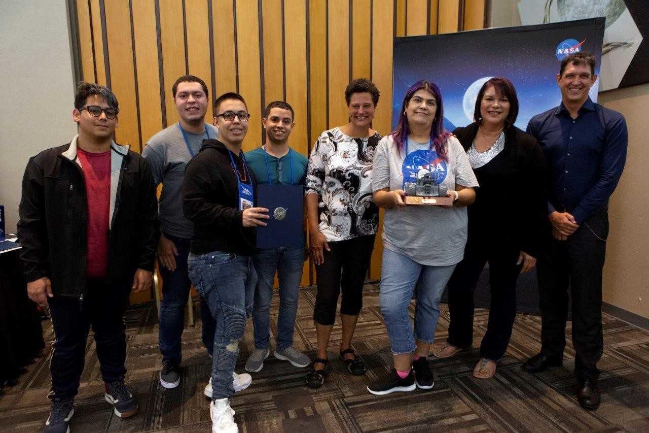 Equipo de robótica de UPR de Arecibo brilla en competencia de la NASA