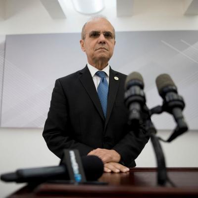Advierte de cierre de recintos en UPR