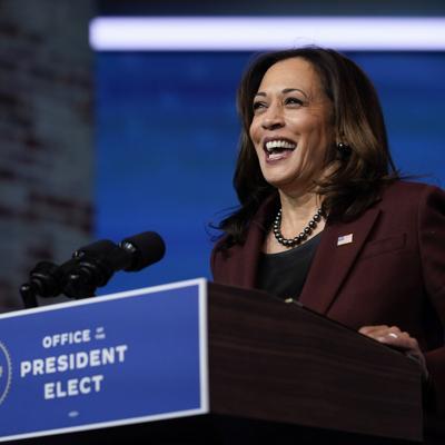 Harris abandona puesto en el Senado para ser vicepresidenta