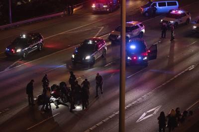 Auto atropella a dos mujeres en Seattle