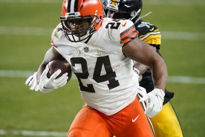 Browns se sobreponen a todo y ganan a los Steelers