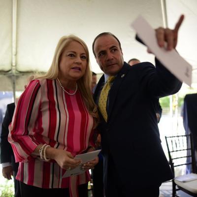 Vázquez dice que sigue como candidata