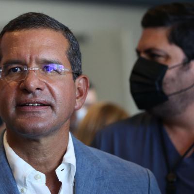 EN VIVO: Gobernador ofrece conferencia tras sostener reunión sobre el covid-19