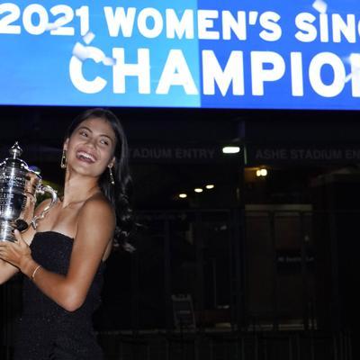 La tenista Emma Raducanu regresa a casa tras conquistar el US Open