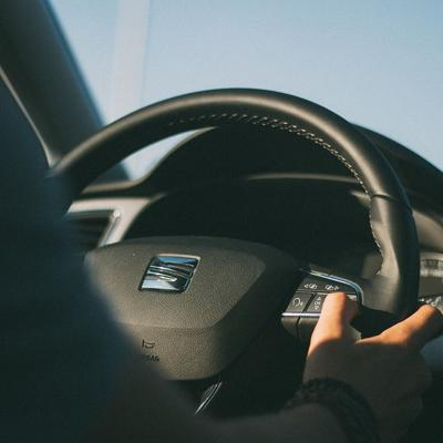 Buscan establecer cursos de seguridad vial como requisito a graduación de cuarto año