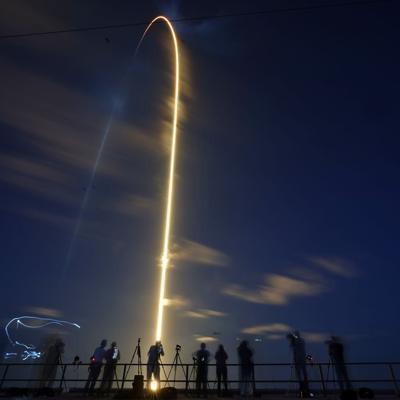 El actor Tom Cruise le da un vistazo al vuelo privado de SpaceX