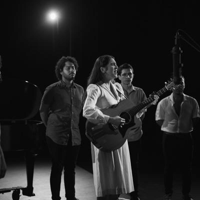 Andrea Cruz ofrece regalo musical a sus seguidores