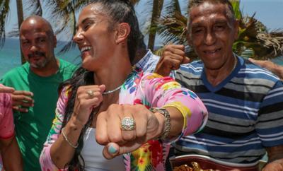 Amanda Serrano recibe sortija de brillantes durante homenaje de la OMB