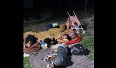 gente durmiendo fuera