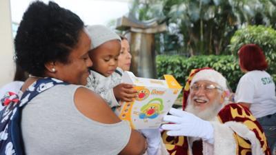 Hospital Auxilio Mutuo celebra su novena Parada de Navidad