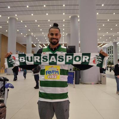 Gian Clavell regresa a la Liga de Turquía