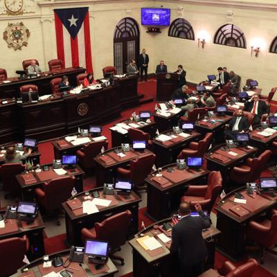 Lupa senatorial a la sobrefacturación de contratistas del gobierno