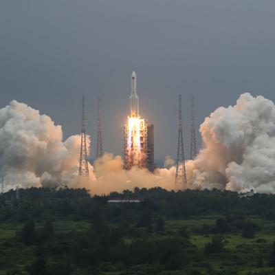 China: La mayor parte del cohete ardió en la reentrada