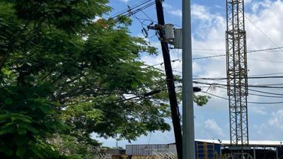 Preocupa deterioro de postes en urbanización en  Bayamón