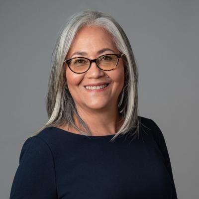 Lisie Burgos promete luchar por la educación y la familia