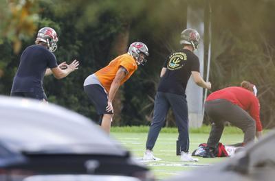 Brady organiza entrenamiento con sus compañeros de los Bucs