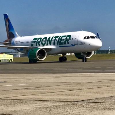 Acusan a un piloto de la aerolínea Frontier por grabar en secreto a una universitaria