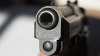 Le roban a punta de pistola a dos clientes en gasolinera en Santurce