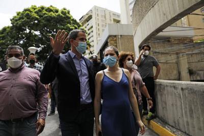 """""""Nos apuntaron con armas largas"""": Guaidó denuncia intento de arresto en Venezuela"""