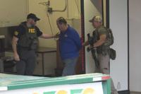 Federales efectúan arrestos por caso de empleados fantasmas