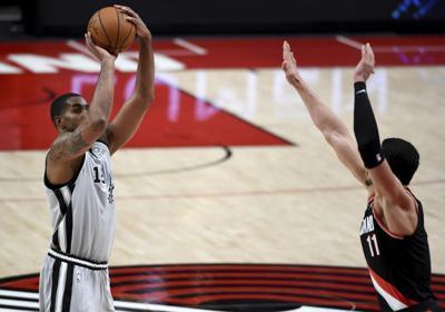 Suplentes de Spurs brillan en victoria ante Portland