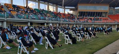 Maunabo otorga incentivo económico y iPads a graduados de 4to año