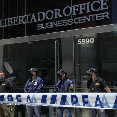 Allanan casa y oficina de médico de Maradona