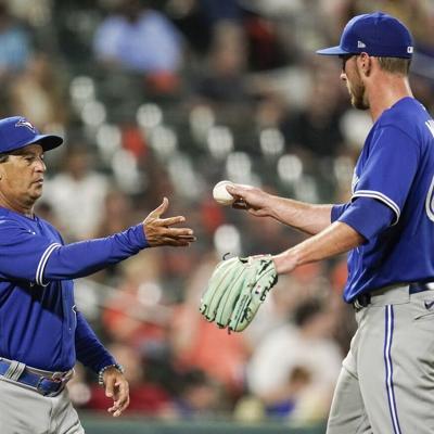 MLB suspende al dirigente boricua Charlie Montoyo