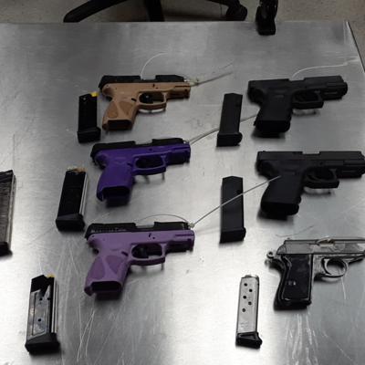 Confiscan pistolas y cargadores en aeropuerto de Aguadilla